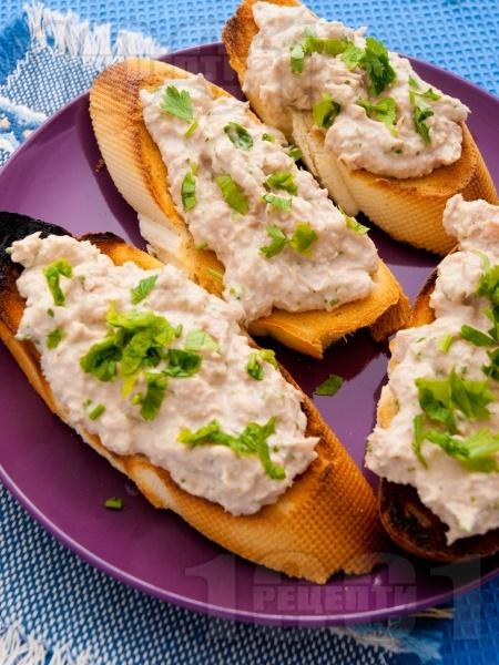 Препечени филийки с риба тон - снимка на рецептата